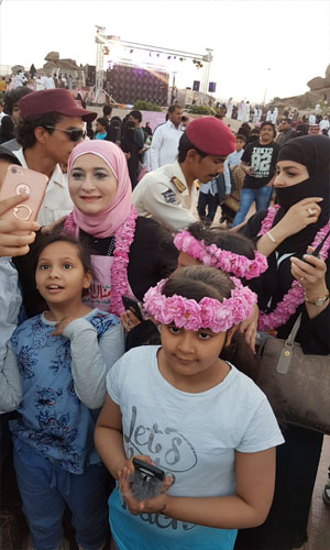 شاهد بالصور أطفال الطائف يحتفلون بمهرجان ورد الطائف 13 مع منال العالم -3