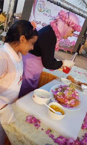شاهد بالصور أطفال الطائف يحتفلون بمهرجان ورد الطائف 13 مع منال العالم -0