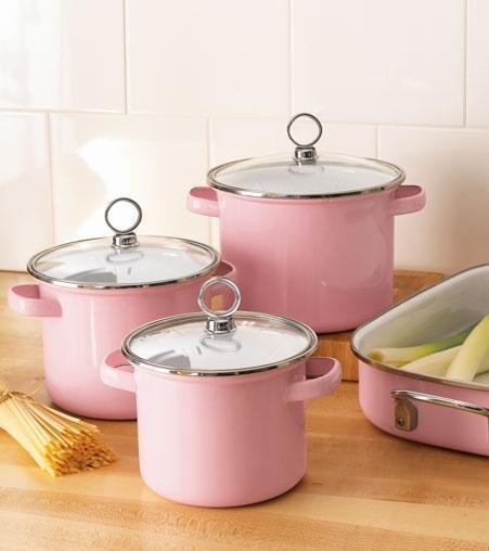 ادوات مطبخك باللون والوردي