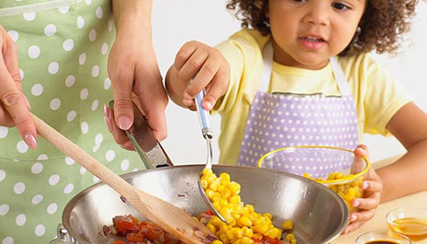مساعدة طفلك على المشاركة فى الاعمال المنزلية