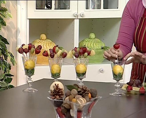 تقديم الفاكهة المزينة